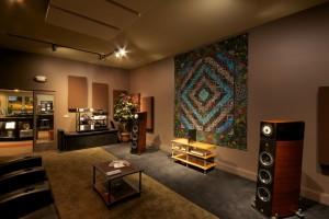 GIK Acoustics Bass Traps en listening room