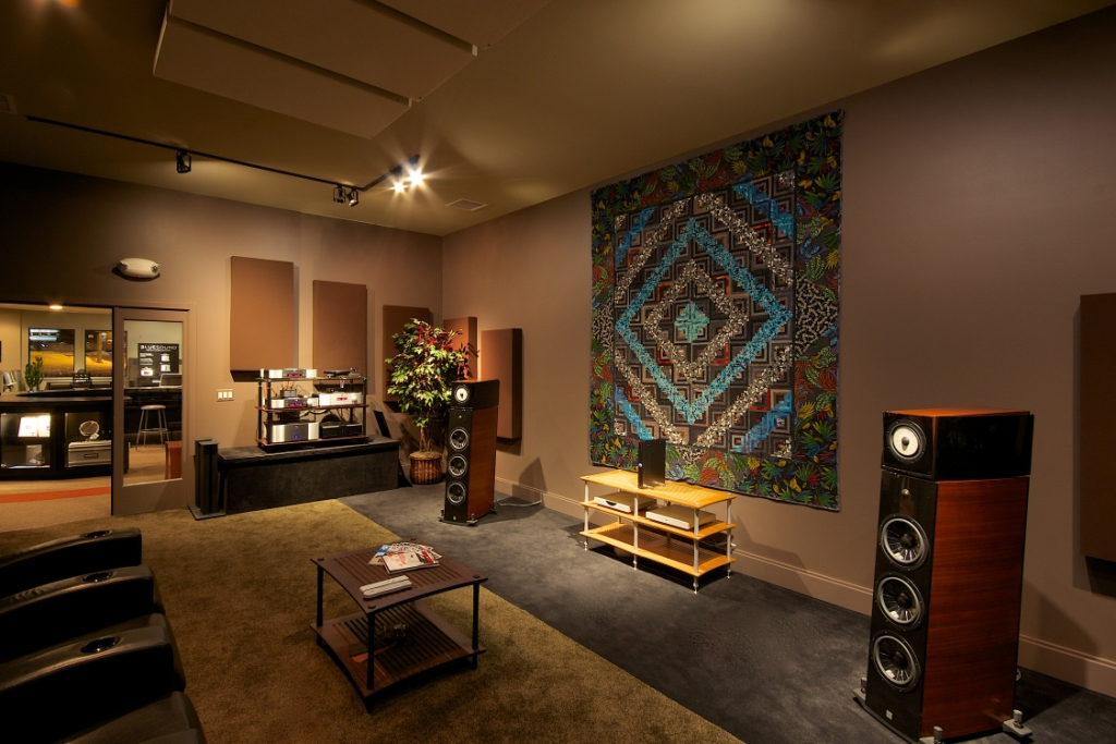GIK Acoustics Bass Traps en listening room